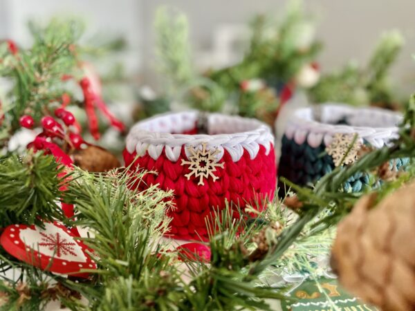 red and green crochet pot decorative table Christmas ideas